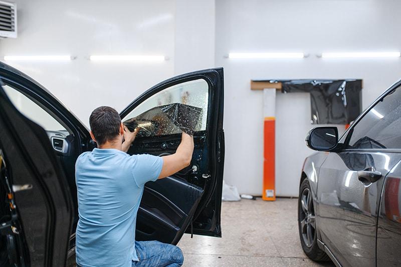 guys installing car window tint